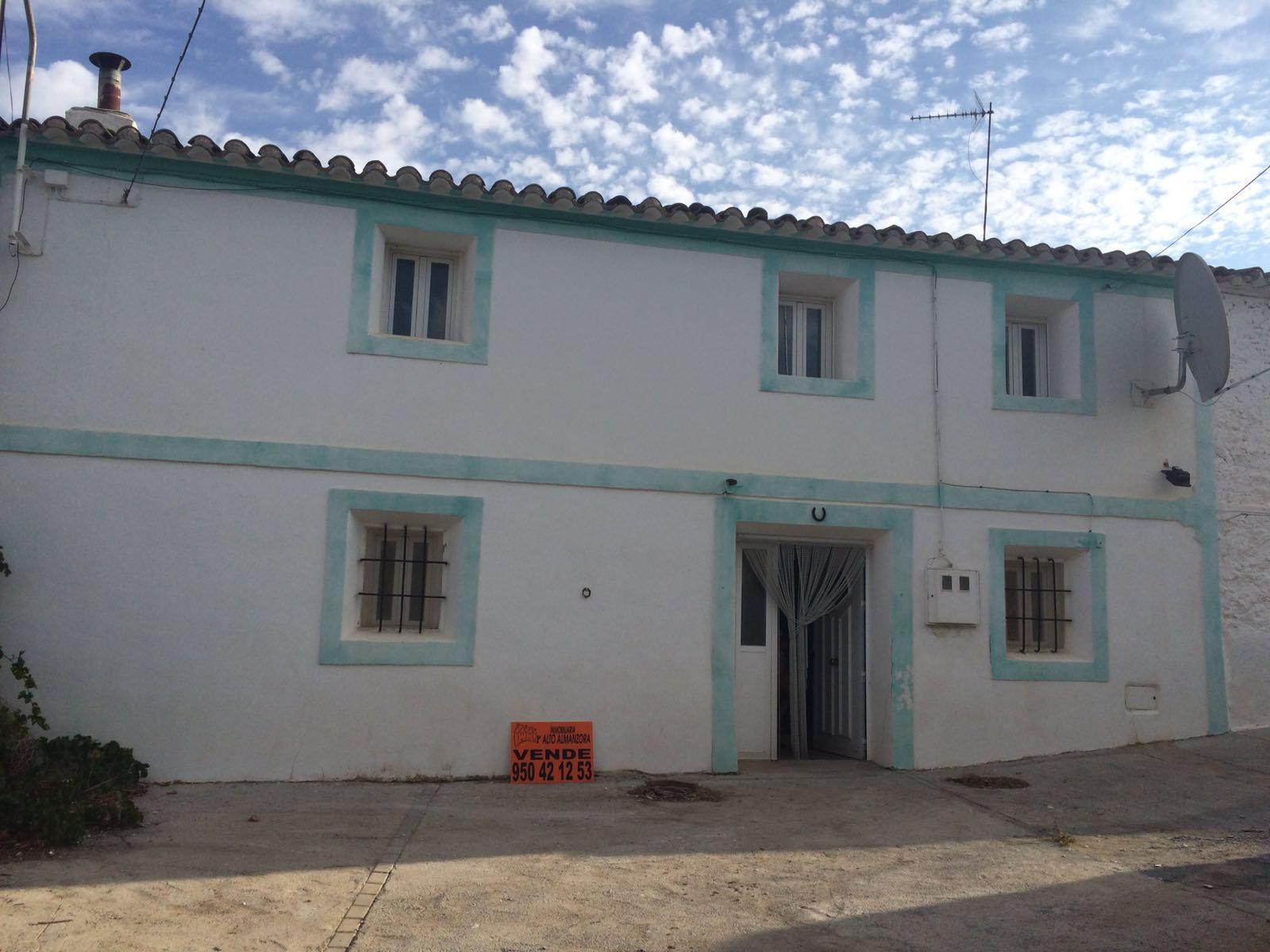 Casa de campo con piscina inmobiliaria alto almanzora for Piscinas para casas de campo